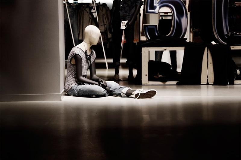 como-iluminar-una-tienda-luces-frias-tienda-de-ropa