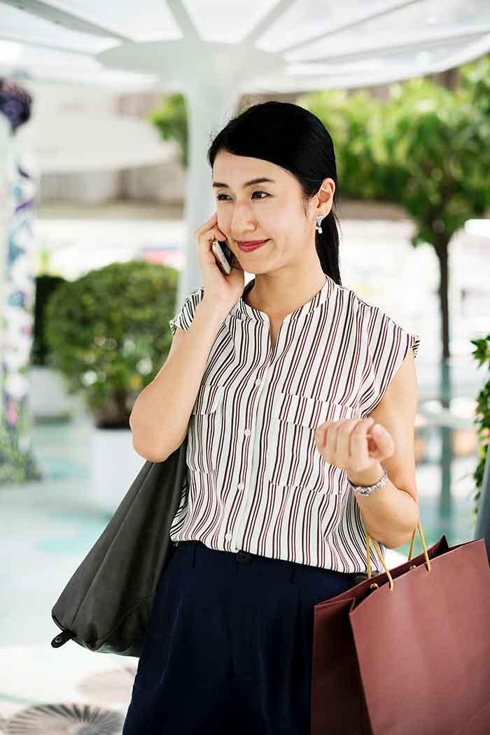 tendencias-de-compras-mujer-comprando