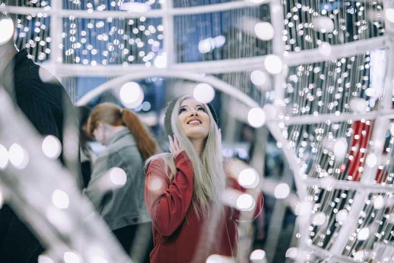 como-decorar-una-tienda-en-navidad-chica