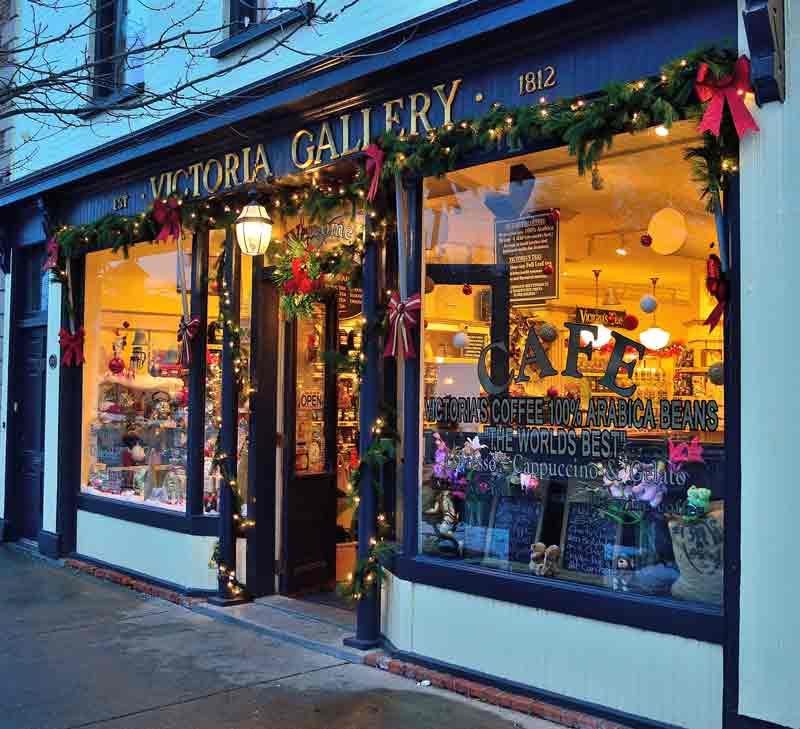 como-decorar-una-tienda-en-navidad-escaparate