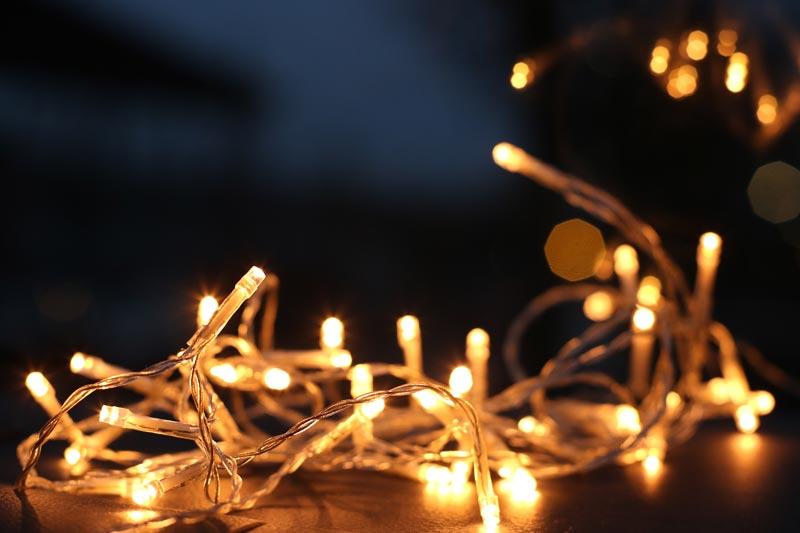 como-decorar-una-tienda-en-navidad-luces
