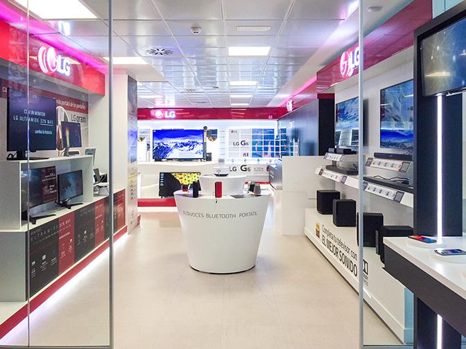 Diseño retail y montaje de showroom para LG