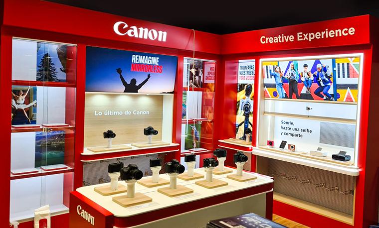 Shop in shop en barcelona. tienda dentro de otra tienda Canon